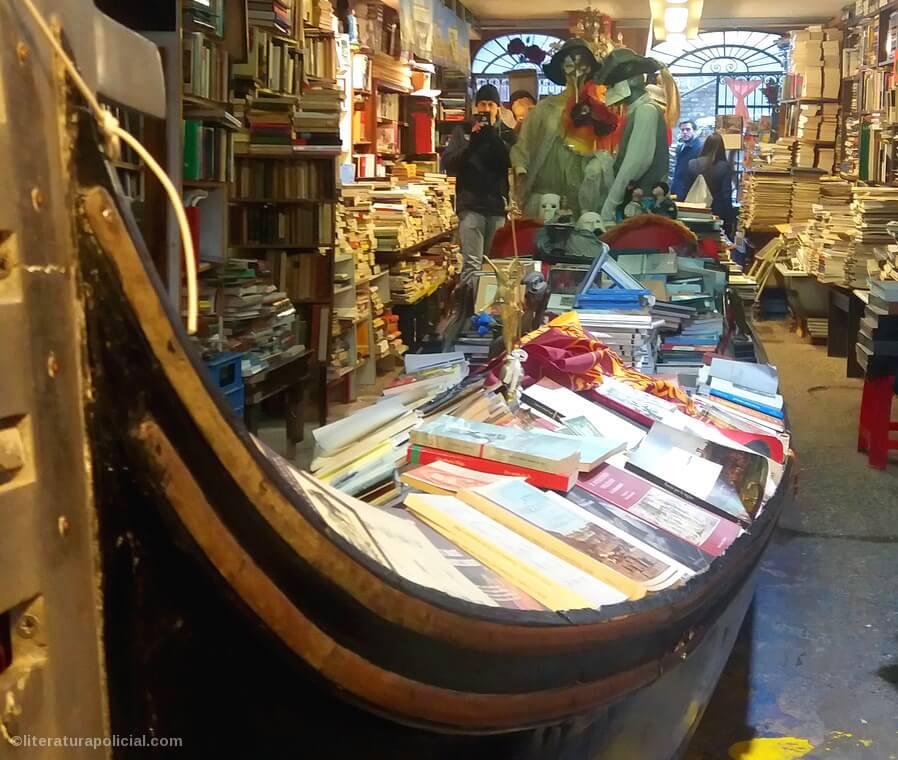 A livraria Acqua Alta é uma joia de Veneza