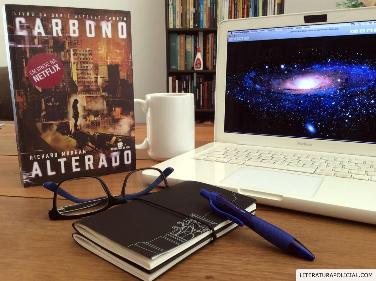 Richard Morgan faz cyberpunk noir em Carbono Alterado