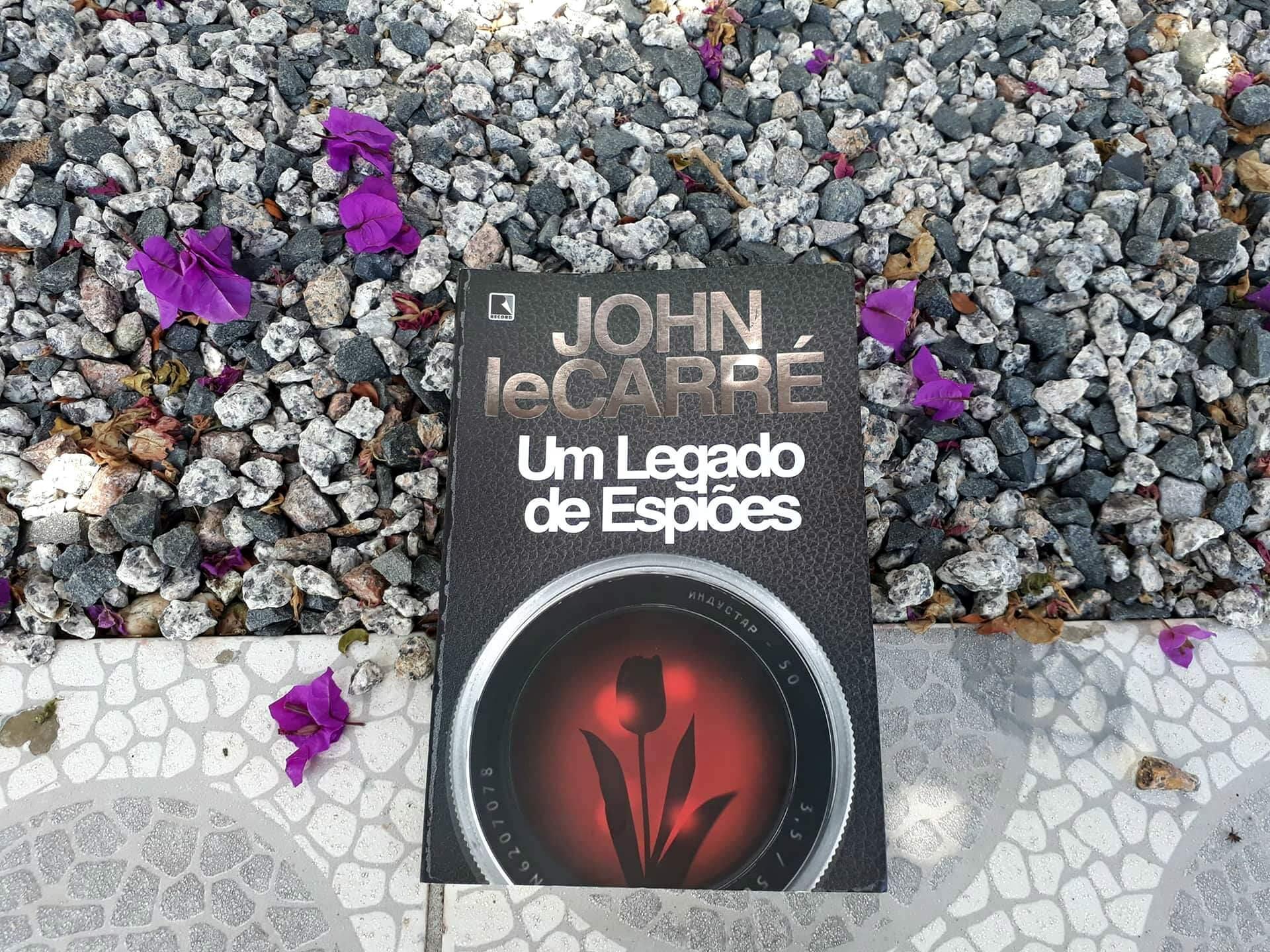 """Remorso e nostalgia marcam """"Um legado de espiões"""", de Le Carré"""