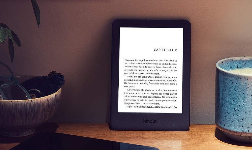 Kindle 10 chega ao Brasil com tela iluminada; compra dá 3 meses de acesso ao Kindle Unlimited