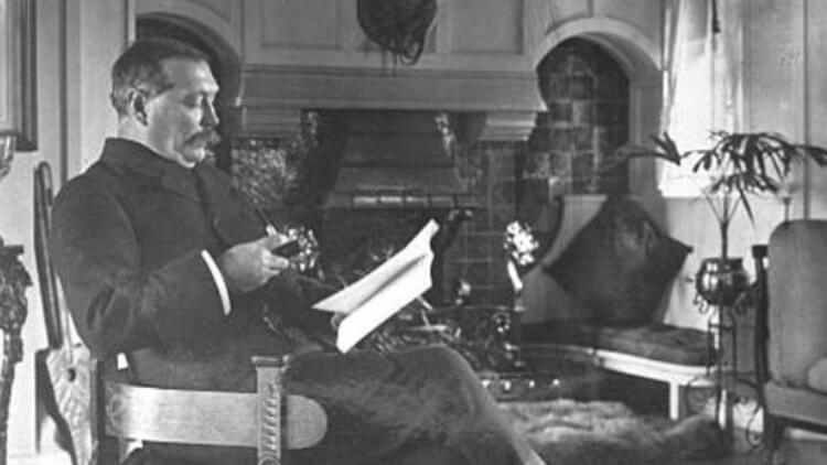 Antes da fama, criador de Sherlock pediu em carta para ser publicado