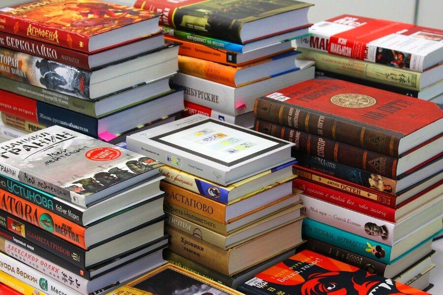 Um homem recebeu 1000 livros de presente de casamento na Índia