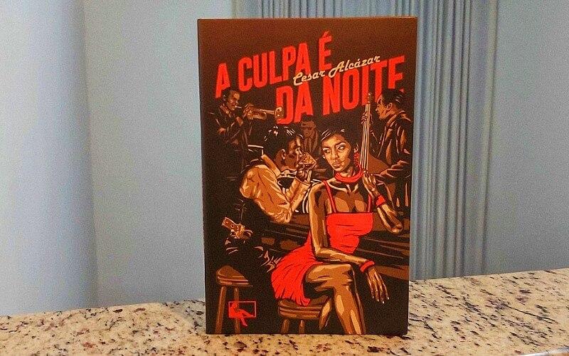 """O melhor de Cesar Alcázar e o pior da humanidade estão em """"A culpa é da noite"""""""